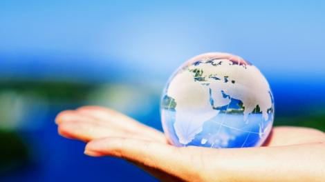 申請条件や加入国など、「ワーキングホリデー制度」の基礎知識を紹介する