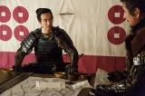 大河ドラマ『真田丸』第35回「犬伏」より。  昌幸らのもとに三成の挙兵の知らせが届き… (C)NHK