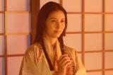 大河ドラマ『真田丸』第35回「犬伏」より。細川ガラシャは人質になることをこばんで…(C)NHK