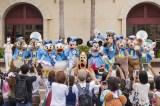 ディズニーのキャラクターたちが開園記念日のゲストをお出迎え(C)Disney