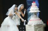 ももいろクローバーZの百田夏菜子(左)と玉井詩織が結婚披露宴さながら「ももたまい婚」 photo by HAJIME KAMIIISAKA