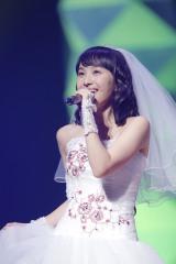 「ももたまい婚」でウエディングドレス姿を披露した百田夏菜子 photo by HAJIME KAMIIISAKA
