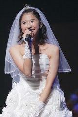 「ももたまい婚」でウエディングドレス姿を披露した玉井詩織 photo by HAJIME KAMIIISAKA