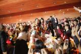 ユニットライブ「ももたまい婚」でファンの祝福を受ける(左から)玉井詩織、百田夏菜子 photo by HAJIME KAMIIISAKA