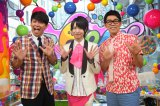 『PON!』ポーズを決める(左から)岡田圭右、MAG!C☆PRINCE・西岡健吾、ビビる大木 (C)日本テレビ