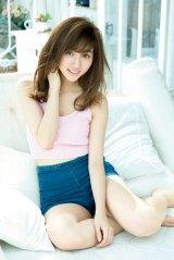 『ビッグコミックススペシャル』のグラビアでリラックスした表情を見せる堀田茜(C)小学館・週刊ビッグコミックスピリッツ