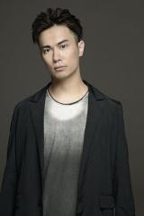 レイン・ブリック役で出演する声優の鈴木達央