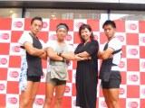 俥夫・鈴木悠司さん(左から2人目)らの挑戦を東京力車&浜口京子が応援