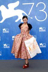 第73回ベネチア国際映画祭に出席した満島ひかり