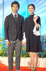 (左から)三浦貴大、武井咲 (C)ORICON NewS