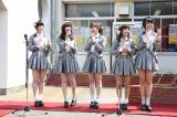 師崎港ではSKE48新曲「コケティッシュ渋滞中」の横断幕除幕式を行った(C)AKS