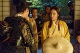 大河ドラマ『真田丸』第36回「勝負」より。昌幸と信繁から、信幸が徳川につくことになったと聞かされる稲(C)NHK