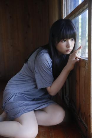 桜井日奈子さんのグラビア