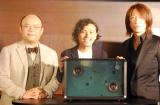 歌詞が表示されるスピーカー「Lyric speaker」の完成披露発表会に登場した(左から)Mistletoe(株)代表取締役社長兼CEO孫泰蔵氏、(株)SIX斉藤迅氏、TAKURO (C)ORICON NewS inc.