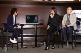 歌詞が表示されるスピーカー「Lyric speaker」の完成披露発表会に登場した(左から)TAKURO 、株)SIX斉藤迅氏、Mistletoe(株)代表取締役社長兼CEO孫泰蔵氏