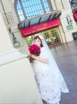 水玉のスパンコール×ベールの大きなリボンで千秋らしいドレスを披露