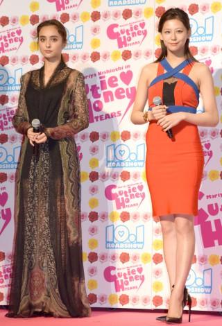 映画『CUTIE HONEY -TEARS-』完成披露イベントに出席した(左から)石田ニコル、西内まりや (C)ORICON NewS inc.