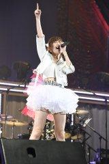 指原莉乃はバンドをバックにHKT48の「12秒」をソロで披露〜『AKB48グループ同時開催コンサートin横浜〜今年はランクインできました祝賀会〜』(C)AKS