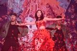 松井珠理奈はソロで「赤いピンヒールとプロフェッサー」を披露〜『AKB48グループ同時開催コンサートin横浜〜今年はランクインできました祝賀会〜』(C)AKS