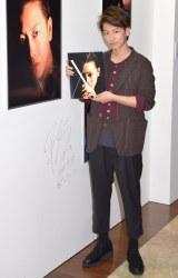 佐藤健デビュー10周年記念写真展『reflect』(新丸ビル)の様子