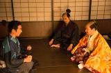NHK大河ドラマ『真田丸』第17回より。秀吉が三成を引き連れ、信繁のもとにやってくる(C)NHK