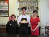 世界的に有名なタイの高級レストラン「ブルーエレファント」の女性チーフシェフにコウケンテツが挑戦(C)RKB