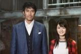 阿部寛(左)の娘役でNHKドラマ『スニッファー 嗅覚捜査官』に出演する水谷果穂