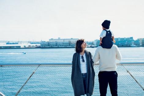 サムネイル 優木まおみがスタイルブック『35 MAOMI STYLE #2』で家族3ショットを公開(宝島社)