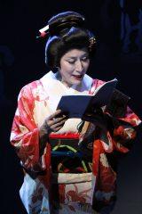高畑淳子主演舞台『雪まろげ』初日公演より