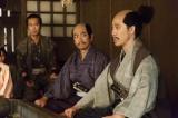 第39回「歳月」より。昌幸の死後、九度山の信繁のもとを訪れた信之(C)NHK