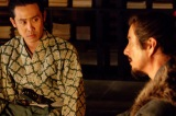 NHK大河ドラマ『真田丸』第3回より。父・昌幸の真意が信幸にはわからない(C)NHK