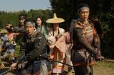 NHK大河ドラマ『真田丸』第2回より。信幸、信繁たち一行は、父・昌幸の待つ岩櫃城を目指すが…(C)NHK
