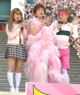 (左から)ぺこ、小林幸子、りゅうちぇる=『ダイバーシティ劇的4周年 幸せが舞い降りる』スペシャルステージ (C)ORICON NewS inc.