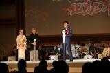 安倍晋三首相をはじめ、各界の著名人約700人が祝福した