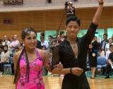 (左から)キンタロー。、ロペス(岸英明)ペアが社交ダンスの世界選手権大会に出場決定 (C)TBS