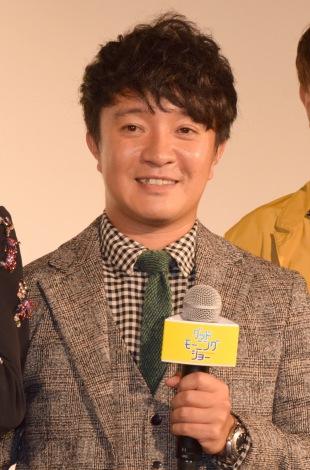 濱田岳のスーツ画像