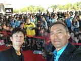 『第21回釜山国際映画祭』に参加した渡辺謙。主演映画『怒り』のトークイベントの会場で李相日監督と自撮り