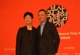 『第21回釜山国際映画祭』10月7日、公式会見に臨んだ映画『怒り』の李相日監督と主演俳優の渡辺謙