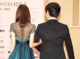 シースルードレスで背中がセクシーな桐谷美玲(左)=『第17回 ベストフォーマリスト賞 2016』授賞式 (C)ORICON NewS inc.