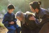 NHK大河ドラマ『真田丸』第38回より。昌幸は孫の大助に戦い方を教えるが…(C)NHK