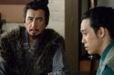 NHK大河ドラマ『真田丸』第33回より。真田屋敷を訪れた信繁は、徳川からの文を見せられる(C)NHK