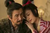 NHK大河ドラマ『真田丸』第30回より。城の普請にやりがいを見いだせない昌幸は吉野太夫のもとに通うが…(C)NHK