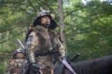 NHK大河ドラマ『真田丸』第2回より。危機が迫った信繁たちの前に現れた昌幸(C)NHK