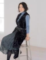 子育てと仕事の両立やファッションについて語った菅野美穂(『InRed』11月号/宝島社)