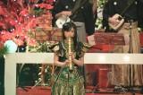 11月3日放送、NHK総合音楽特番『ももクロ和楽器レボリューションZ』で尺八のソロ演奏に挑戦した有安杏果(C)NHK
