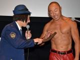 即興で乳首ドリルに挑戦したすっちー(左)と元格闘家・武田幸三 (C)ORICON NewS inc.