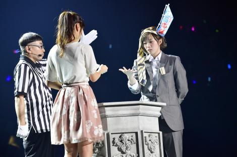 じゃんけん大会で7代目女王に輝いた田名部生来(右)、勝利の瞬間(C)AKS