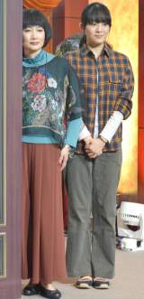 ドラマ『家政夫のミタゾノ』制作発表記者会見に出席した(左から)余貴美子、柴本幸 (C)ORICON NewS inc.