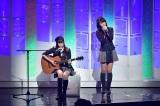 AKB48チーム8の(左から)長久玲奈、小田えりな=NHK BSプレミアム『AKB FES 2016』より(C)NHK