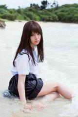 制服姿も披露=マジカル・パンチライン佐藤麗奈のフォトブック『RENA18』